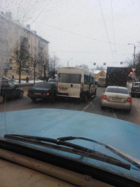 В Костроме «ВАЗ» устроил тройное ДТП