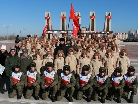 Идущих из Хабаровска в Москву на лыжах военных встретили в Чите
