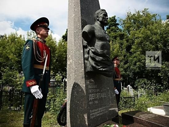 Бекмамбетов снимет фильм о герое войны Михаиле Девятаеве