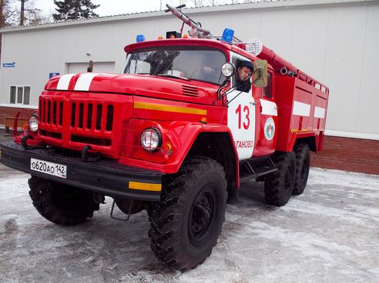 Пожарные застряли по пути к горящему дому в кемеровском частном секторе