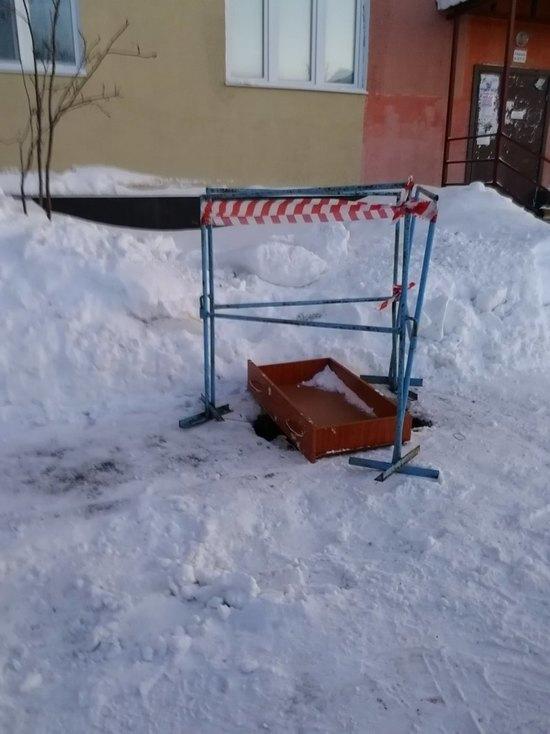 Коммунальщики Ноябрьска разгромили двор при уборке снега