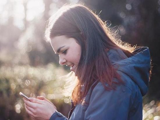В Марий Эл у школьницы из рюкзака украли телефон