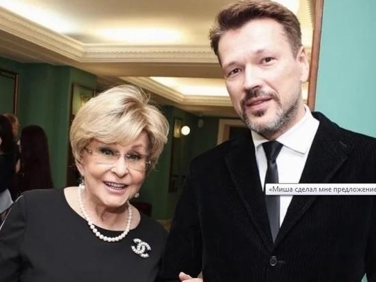 77-летняя Ангелина Вовк пришла в ЗАГС с молодым женихом: