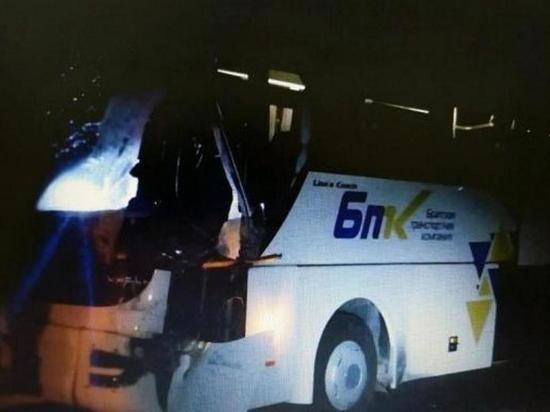 Под Братском рейсовый автобус столкнулся с большегрузом