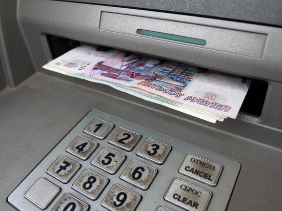 Бывшего сотрудника банка задержали за мошенничество с картой клиента