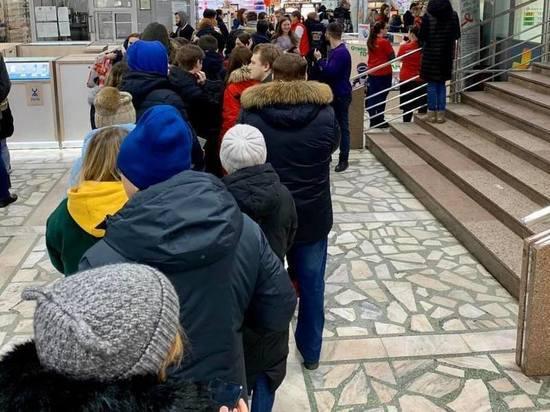 «Небывалый ажиотаж»: к пункту сдачи анализов на ВИЧ в Красноярске выстроилась огромная очередь