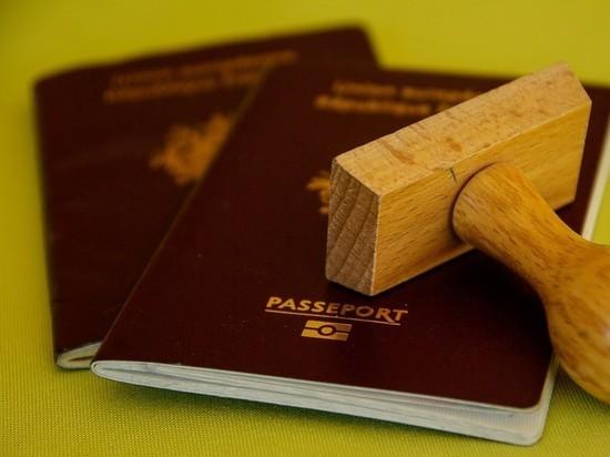 Новый возраст получения паспорта предлагают установить в России