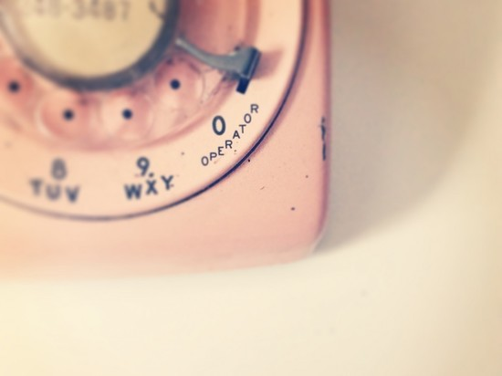 Американка создала мобильный телефон с дисковым номеронабирателем
