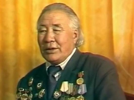 В Калмыкии вспоминают писателя, ученого, фронтовика Морхаджи Нармаева