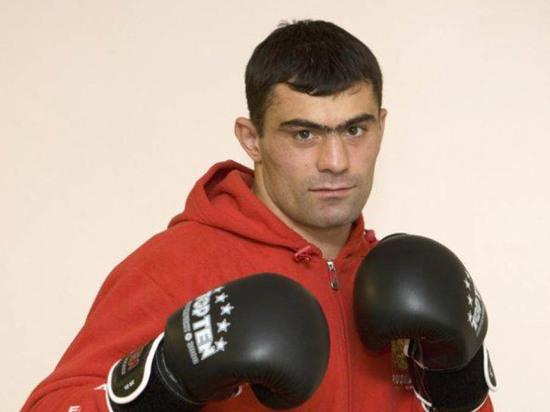 В Калмыкию приедет олимпийский чемпион по боксу Рахим Чахкиев