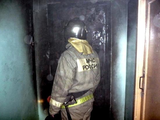 Под Дорогобужем неизвестные подожгли входную дверь квартиры