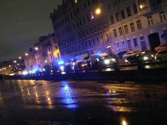 В Петербурге узбек скинул женщину в реку и утонул, спасая ее