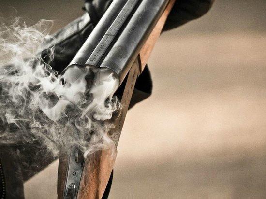 Возле магазина в Тверской области двух человек застрелили из охотничьего ружья