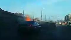 Страшное ДТП в Казани попало на видео: иномарка врезалась в стену