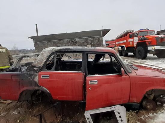 В Вязьме горели брошенные автомобили