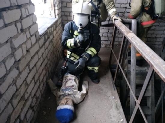 В Шарье пожарные провели тренировку по работе в задымленном помещении