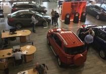 Большинство покупателей новых машин в автосалонах официальных дилеров знакомы с уловками по «разводу» клиентов и отбиваются от поползновений