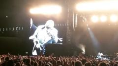 На концерте в Новой Зеландии Элтон Джон потерял голос и расплакался
