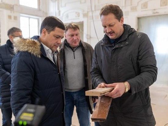 Губернатор проверил, как ремонтируют музыкальную школу в Пскове