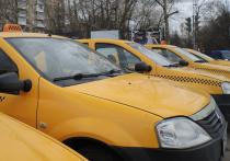 Таксистам предложили разрешить останавливаться в запрещенных местах