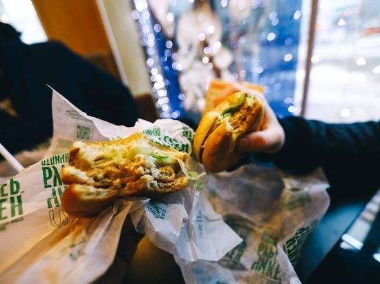 Диетологи назвали продукты, способные резко повысить аппетит