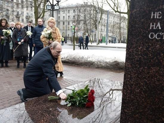 Памятник Собчаку огородили бронестеклами перед визитом Путина