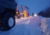 Около 20 водителей оказались в снежном плену на трассе под Ноябрьском