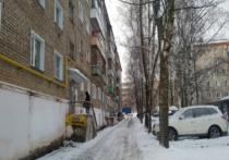 В Кирове девушка пострадала от упавшего с крыши снега