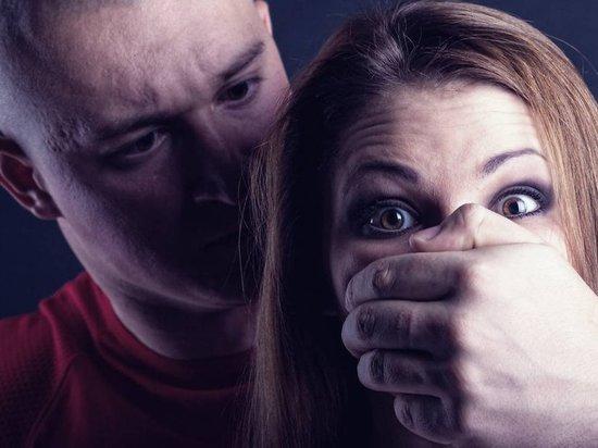 Двое бывших заключенных напали на женщину в Архангельске