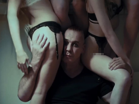 Россиянок затравили за съемку в порноклипе Линдеманна накануне 75-летия Победы