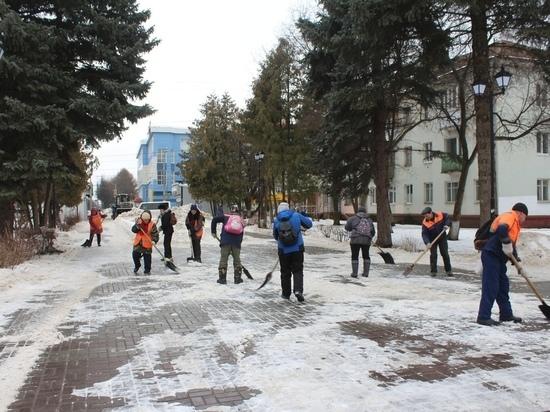 В Йошкар-Оле коммунальщики очищают город от снега