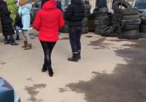 Эвакуированных из Уханя украинцев на родине встретили горящими шинами