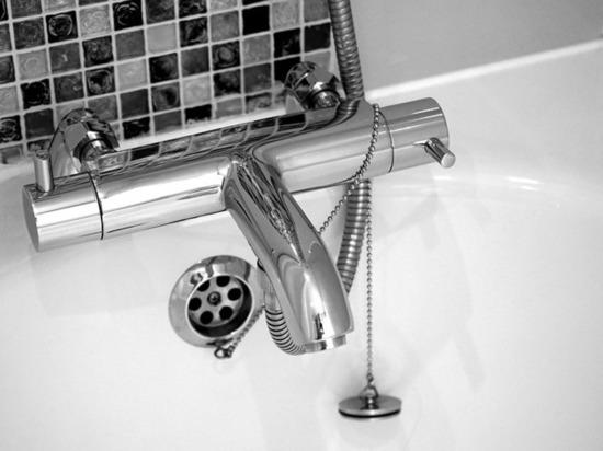 В Москве девочка утонула в ванне, пока мама была на свидании
