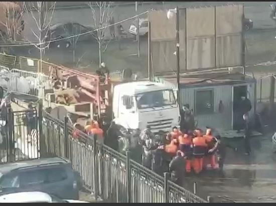 В Москве произошла потасовка жителей с представителями застройщика