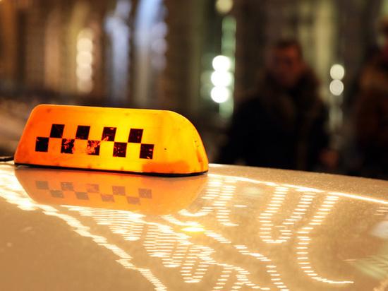 Левада-Центр: шофёры и пассажиры - за запрет на работу в такси без российских прав