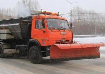 В Новосибирске продолжают топить лед на дорогах всеми способами