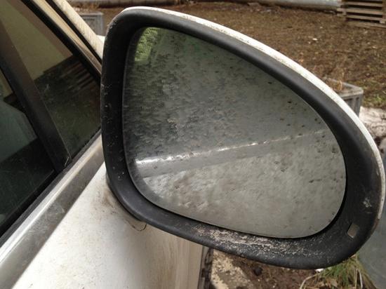 Как избавиться от «демисезонной» грязи и слякоти на боковых зеркалах авто