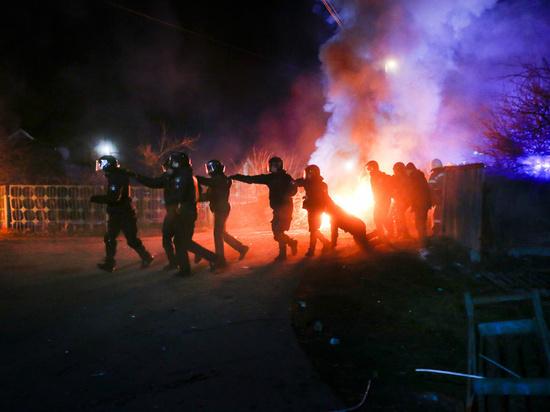 Протестующие украинцы пообещали сжечь эвакуированных из Уханя соотечественников
