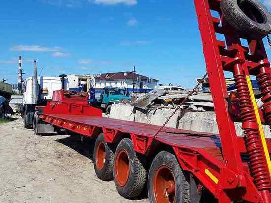 В Татарстане мужчина погиб под трапом тяжеловоза, идет проверка