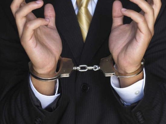 За злоупотребление должностными полномочиями сотрудниками силовых структур был задержан на рабочем месте заместителя руководителя  управления Росимущества в Дагестане -Раджаб Усманов Раджаб Замилэфендиевич