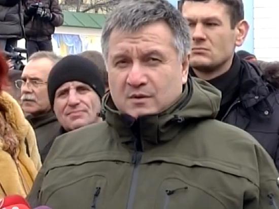 Аваков назвал причину бунтов украинцев против приехавших из Ухани соотечественников
