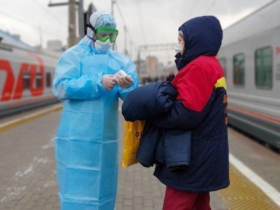 На Киевском вокзале врачи встречают поезд с подозрением на коронавирус