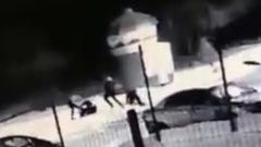 В Оренбурге группа подростков насмерть забила прохожего: видео с камер