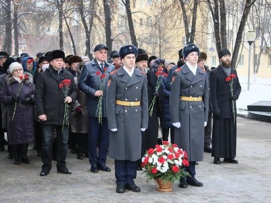 Губернатор Кузбасса поздравил жителей региона с Днем защитника Отечества