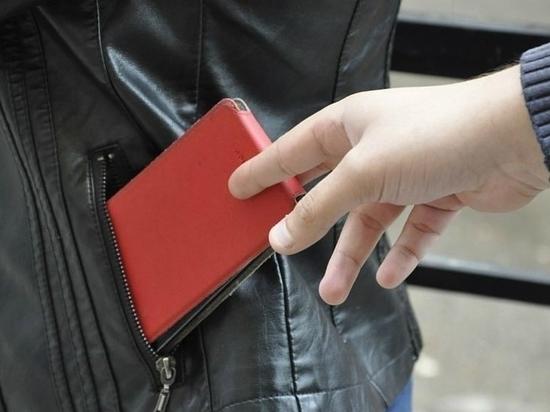 В Твери мужчина лишился в сауне дорогого телефона