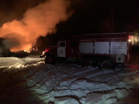 20 спасателей тушили здание в Ростове-на-Дону