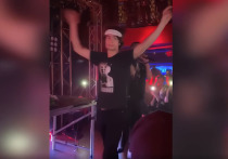 Сын Порошенко взошел на сцену под крики «русские в Лондоне»