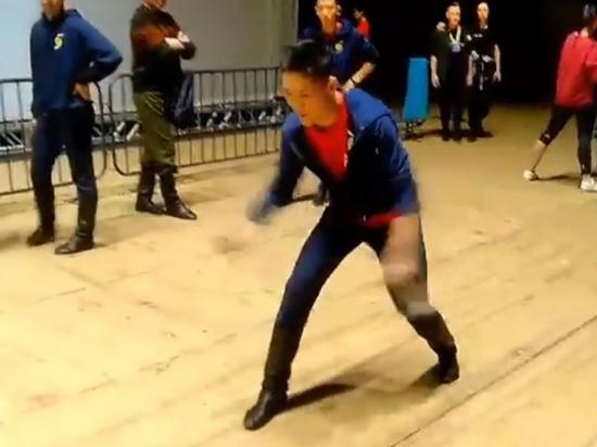 Танцор бурятского театра сломал хребтовую кость в Кремлевском дворце