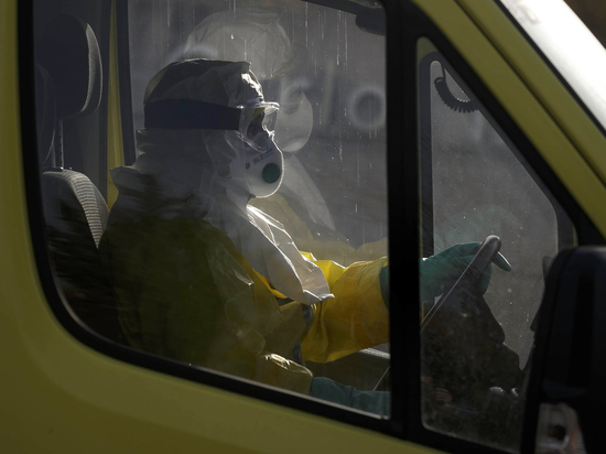 На Тенерифе более тысячи туристов заперли в отеле из-за коронавируса