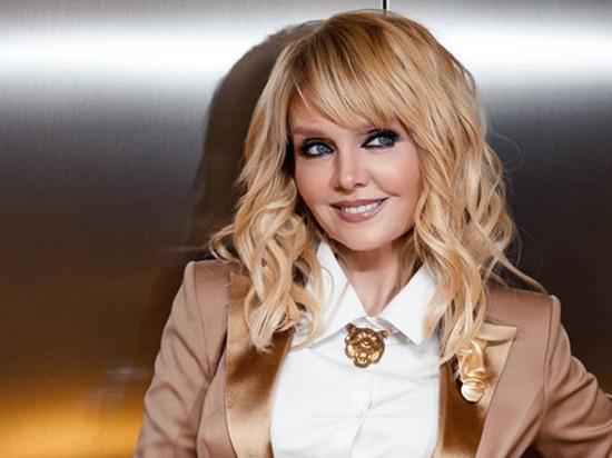 Певица Валерия в «откровенном» платье задумалась о нескромности